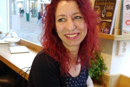 Over idiote titels, theemutsen en moorden: Melissa Skaye
